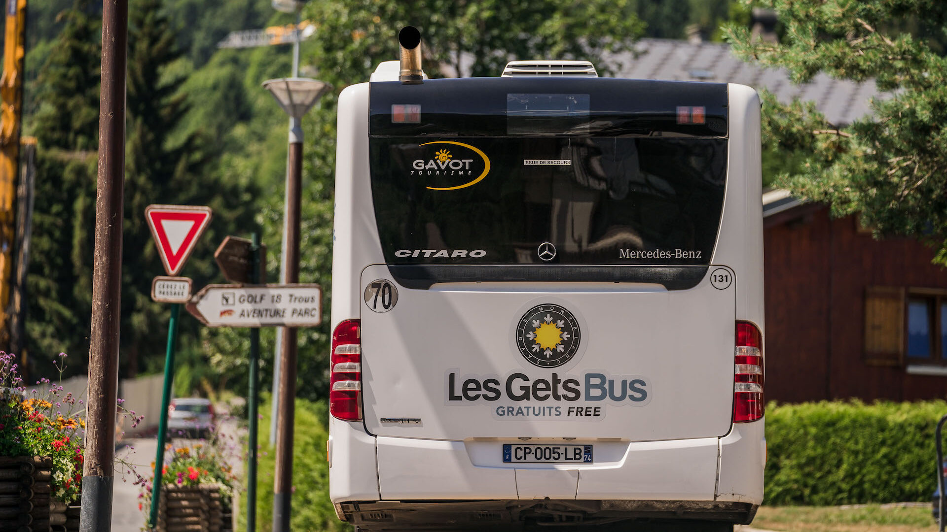 Free shuttle driving in Les Gets village