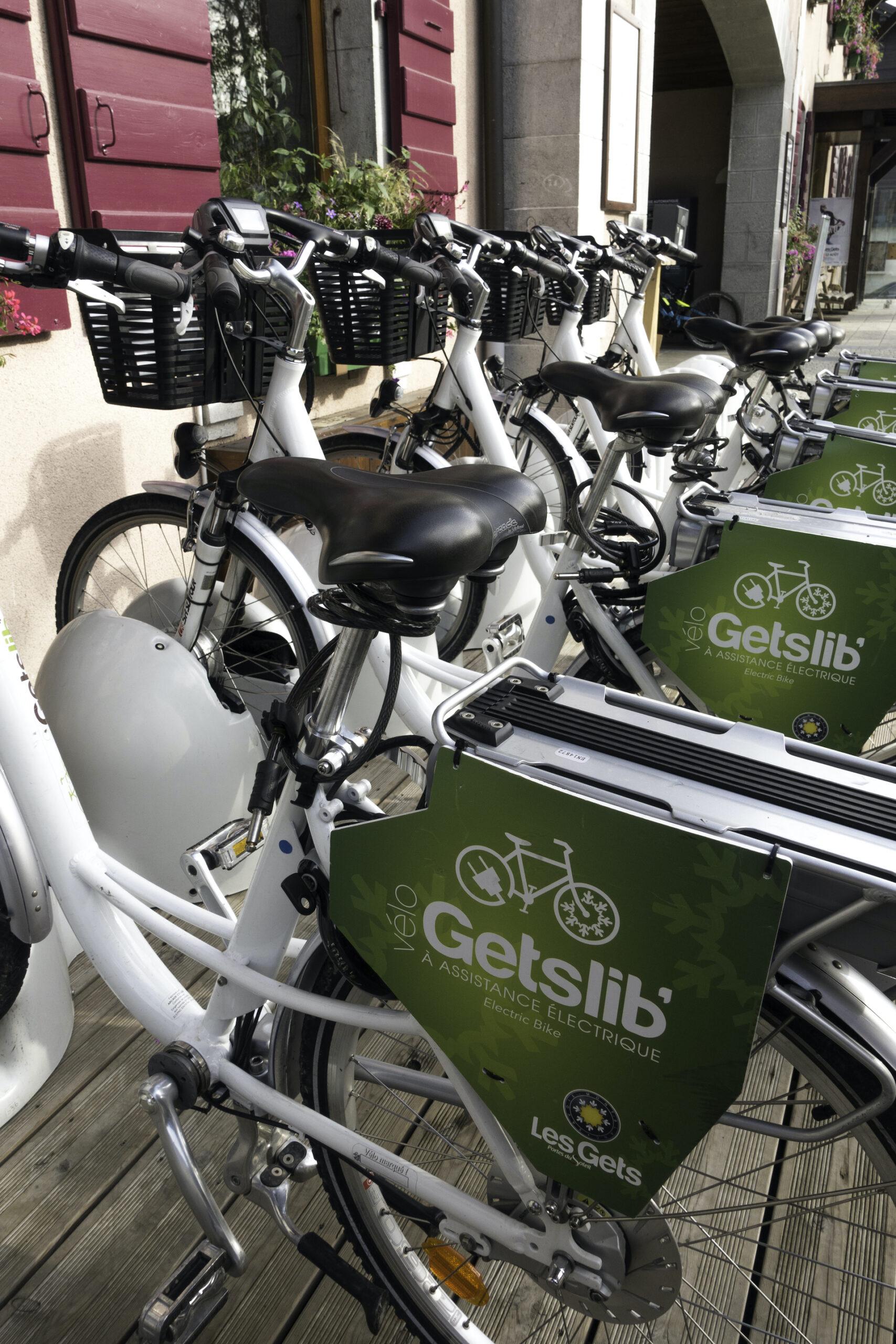 Gets'Libs vélos électriques stationnés
